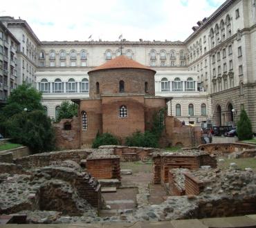 Под паважите на София: Археологическият ансамбъл във вътрешния двор